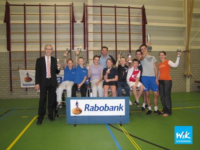V.l.n.r. Kantoordirecteur Rabobank Ruud Kwakkenbos, Jarno Colijn, Bas Hoogendoorn, Marrianne Zagt, Ronald Verleun, Yvette Faas, Tim v.d. Leeden, Arnoud Janzen, Rick Romijn, Mark Boele, Esther Stam.