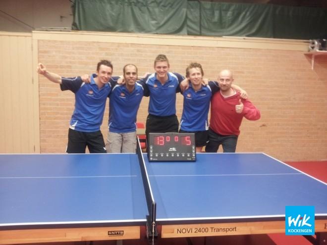 V.l.n.r. Captain Frank Struijk, Alex de Hoop, Maarten Versloot, Timeas Schim van der Loef en coach Bas Nieuwendijk.