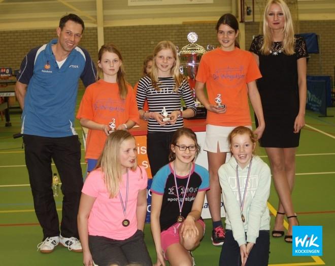 Meisjes bovenbouw: Chantal Fokker(1e), Merel van Eck (2e), Esmee Boekeloo.