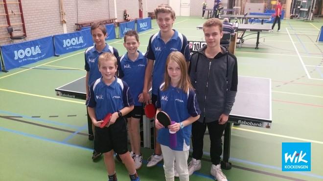 Op voorgrond, Coen van Asselt en Esmee Boekeloo. Achter v.l.n.r. Teun van Asselt, Sander van Doorn, Wilger Versteegh en coach Ivo de Hoop.